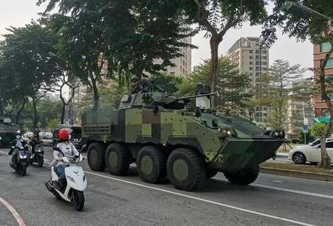 """蔡英文用来""""逃跑""""的装甲车这次是带着伪装来的  第3张"""