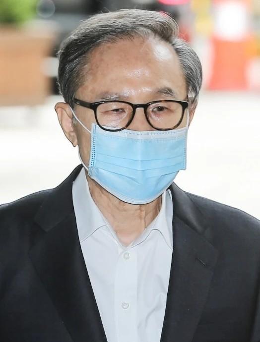 78岁的韩国前总统李明博被判处17年监禁