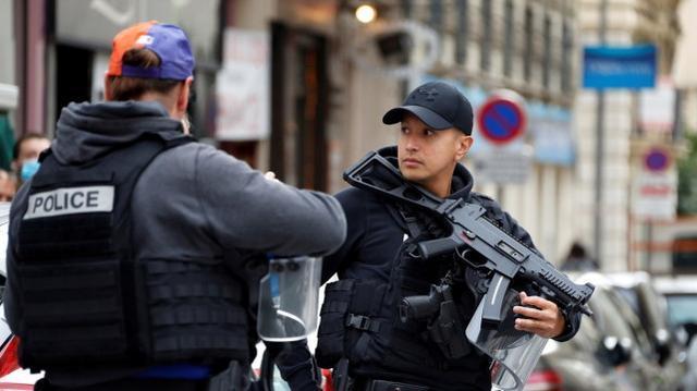 再次用刀攻击!法国驻沙特阿拉伯领事馆遭到袭击,一名警卫受伤  第3张