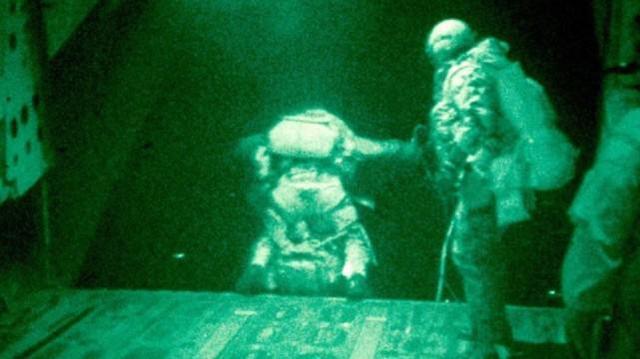 美国特种部队营救人质的细节被曝光:中情局提供情报,特种部队夜间跳伞  第1张