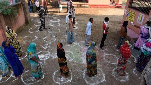 印度人对新冠肺炎更免疫?新的研究声称恶劣的卫生条件和不干净的饮用水反而是优势