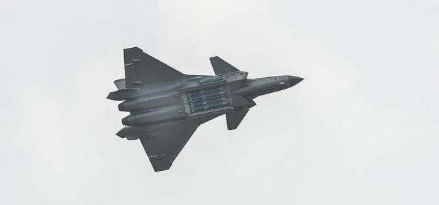 美国媒体:战争期间,歼20负责追捕美国背后的重要大型飞机,但有两个缺点  第1张