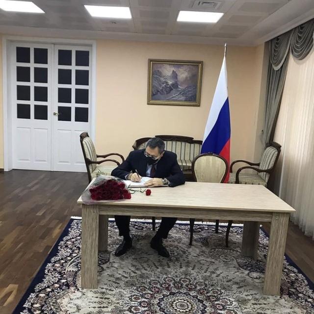 阿塞拜疆高级官员意外撞上俄罗斯直升机后,前往大使馆向俄方道歉  第2张