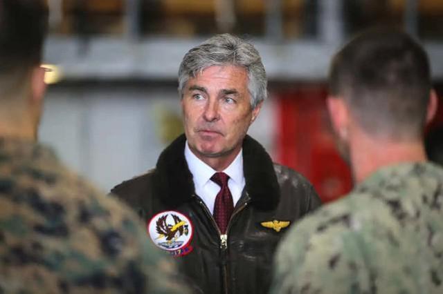 还有两个月下台,美国海军部长要重建第一舰队,谎称要对付中国的威胁。