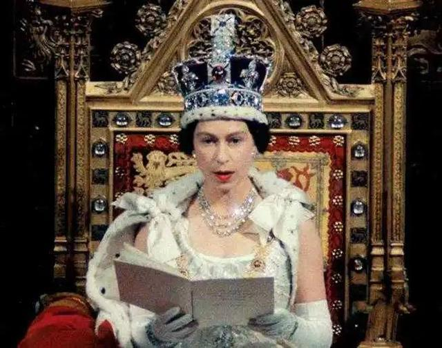 不能客气!英国女王用这个词作为脏字。  第2张