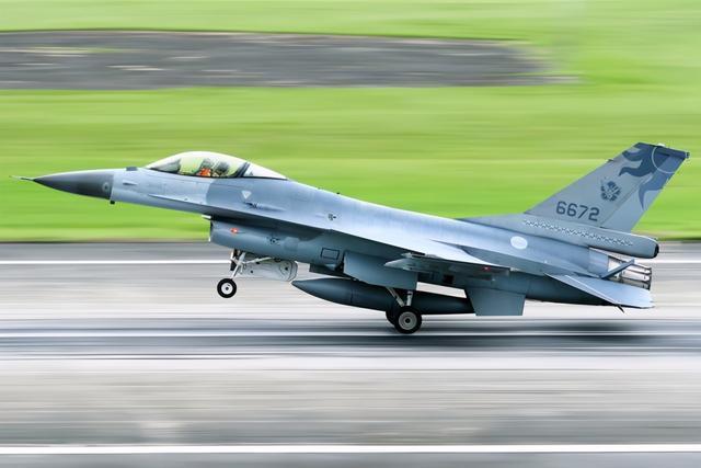 台湾国防部明年将大幅增加预算,同时应对解放军和维护飞机。  第2张