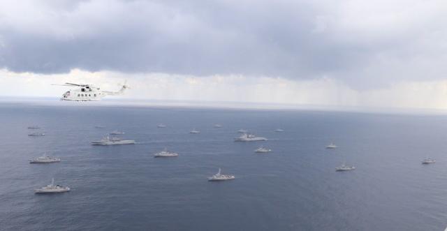 美国和日本在靠近中国东海的日本西南海岸举行了扫雷演习。  第2张
