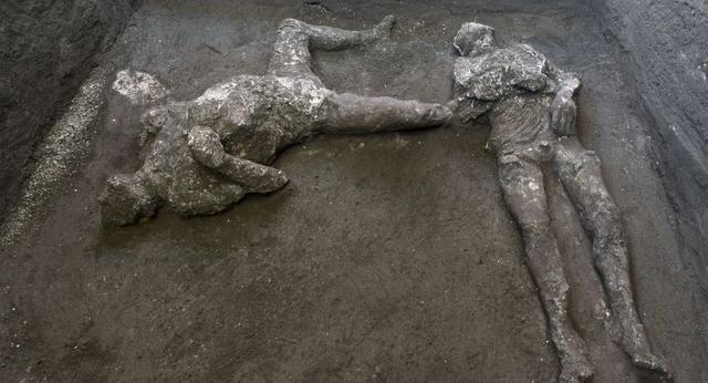 古城庞贝发现了两个2000年前死于火山爆发的人类遗骸。