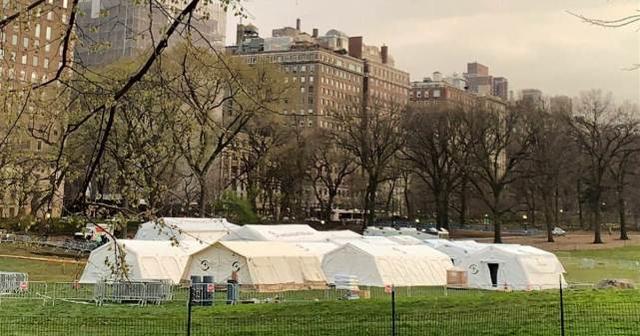 新冠肺炎的病例激增,纽约州重新启动了一家野战医院,可容纳数百名患者。  第2张