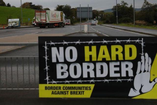 压力约翰逊?拜登再次呼吁爱尔兰边境在英国退出欧盟之后保持开放。  第3张