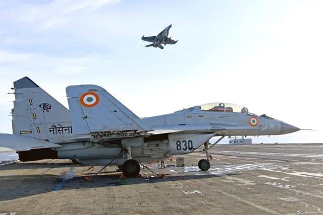 印度军队又撞机了!一架米格-29K舰载机坠海,飞行员获救失踪。  第3张