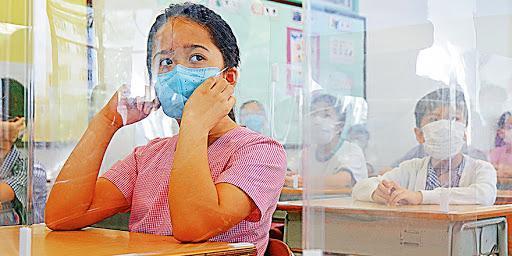 """香港第四波疫情首次失去100条""""防线"""",中小学将暂时停课。  第2张"""