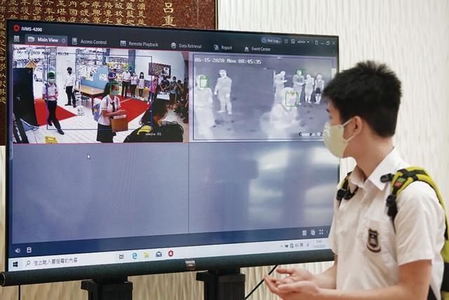 """香港第四波疫情首次失去100条""""防线"""",中小学将暂时停课。"""