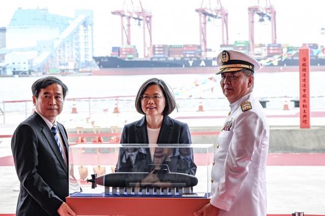 """美国军方记者吹捧台湾""""自建潜艇"""":八艘舰艇就能摧毁解放军舰队!  第2张"""