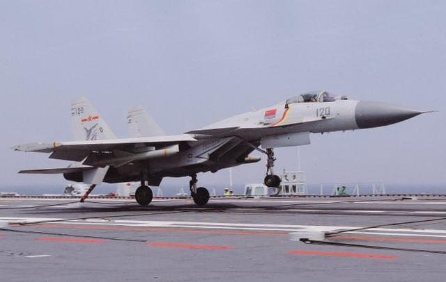 美国专家:解放军大力培养舰载机飞行员,为第五代舰载机做准备。  第1张