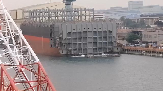 """启动""""潜艇自制""""后台,船又沉了,人喊""""妈,喂!亏大了!""""  第4张"""