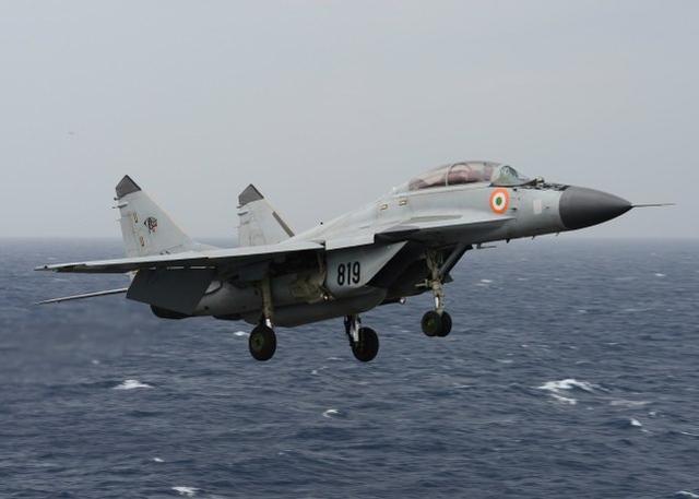 就在与美国联合训练结束后,他坠入大海,印度失事航母的飞行员遗骸被发现。  第1张