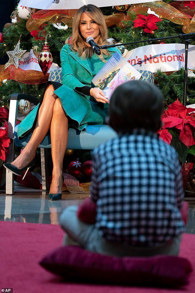 美国媒体:美国第一夫人参观儿童医院,摘下口罩,违反防疫规定。  第3张