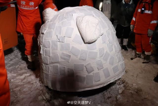 可爱!嫦娥五号返回舱上盖着暖宝宝。  第2张