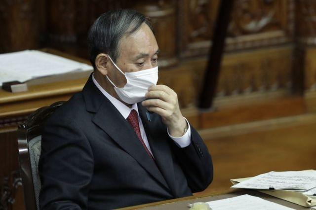菅义伟拒绝宣布日本进入紧急状态,因为内阁支持率因疫情而大幅下降。  第1张