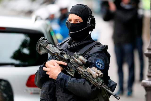 家暴变成袭警!三名法国警察在处理家庭暴力案件时被枪杀。  第3张