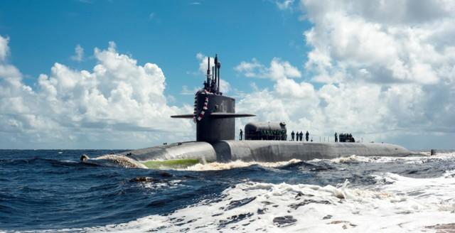美国佐治亚核潜艇在近距离威慑伊朗,其背后的小圆筒极其危险。  第2张