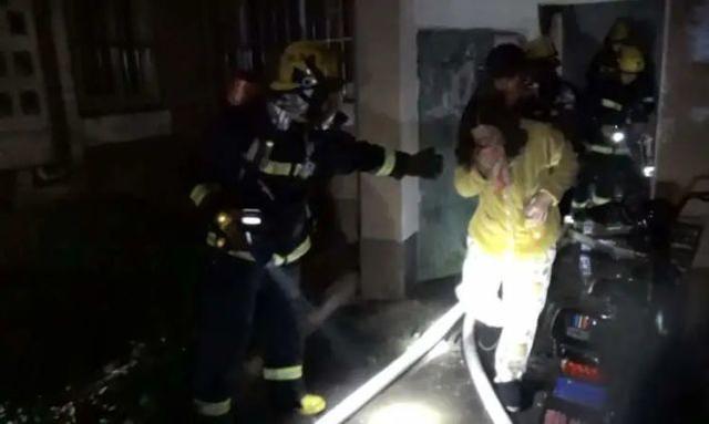 教科书式的操作,9岁的少年救了整栋楼的人!  第3张