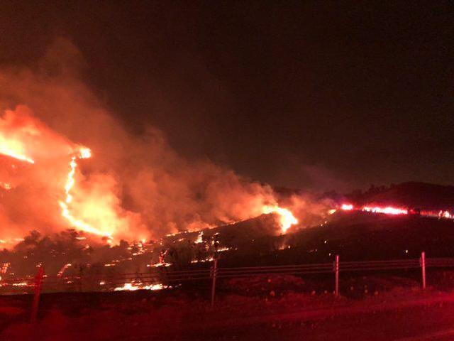 平安夜美军基地发生火灾,7000多人连夜避难。  第1张