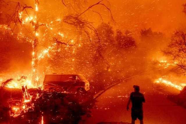 平安夜美军基地发生火灾,7000多人连夜避难。  第2张