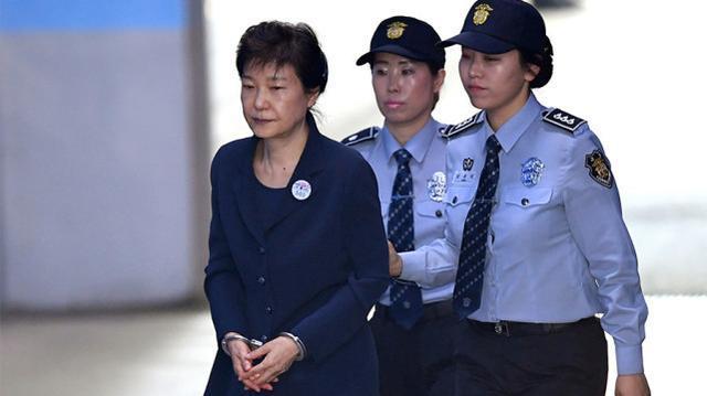 文在寅新年赦免了萨德相关人员等3024人,不包括朴槿惠李明博。  第2张