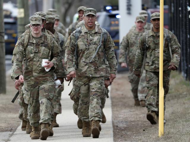 美国首例变异新冠感染者是国民保安队员,曾被派往养老院。  第1张