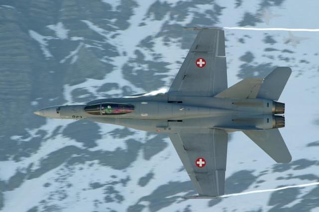 世界上最奇怪的空军终于取消了8小时的工作制度!战斗机8点前不起飞成为历史。  第2张