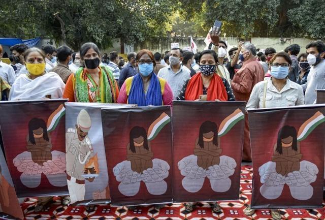 黑帮杀害警察,强奸贱民,警察私刑:印度媒体盘点今年震惊印度的罪行。  第3张