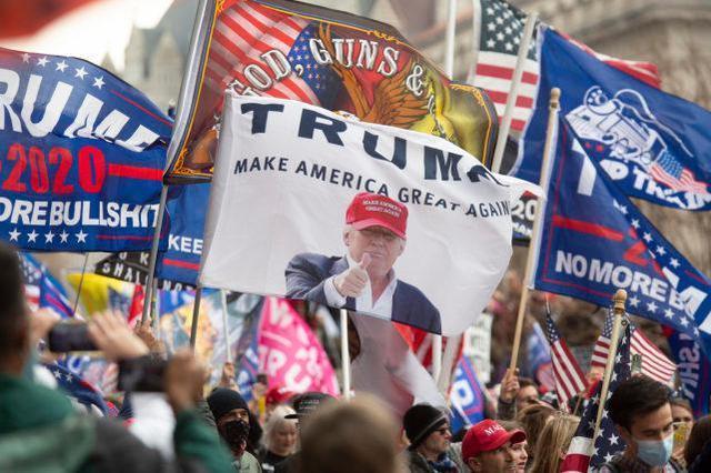 特朗普支持者挑战选举结果,华盛顿发出禁枪令,国民警卫出动。  第1张