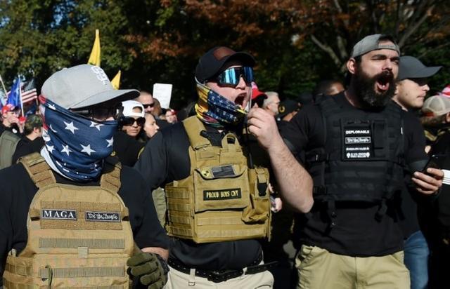 特朗普支持者挑战选举结果,华盛顿发出禁枪令,国民警卫出动。  第3张