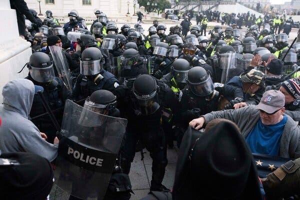 美国国会遇袭前,国会山警方多次拒绝国防部增援。  第3张