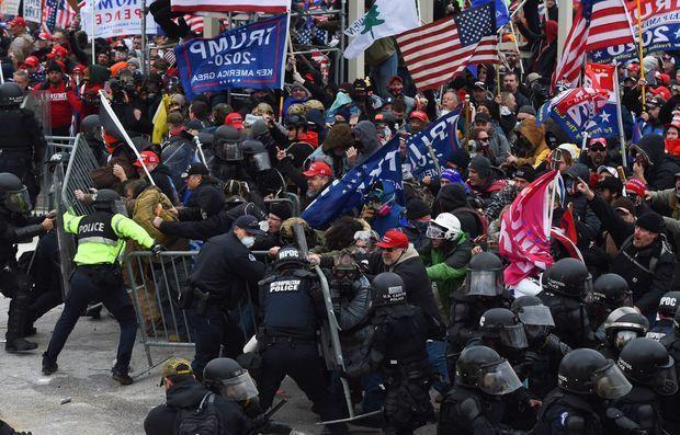 美国国会遇袭前,国会山警方多次拒绝国防部增援。  第2张