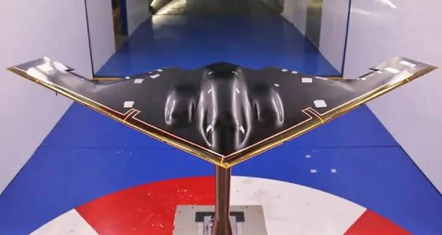 美国媒体分析了中国空军征兵视频中的H -20画面:真实飞机接近公开亮相。  第3张