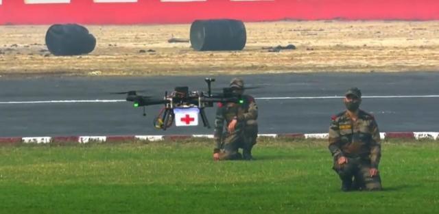 印度陆军首次演示无人机蜂群系统!印度媒体:为了打败中国,加紧防空系统的研发。  第3张