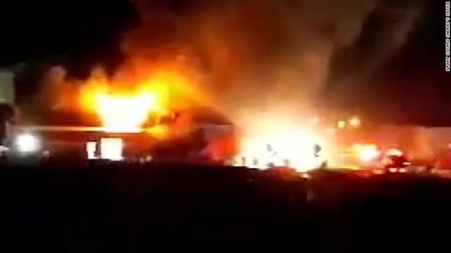华盛顿州的一个小镇着火了:有爆炸危险,居民紧急疏散。