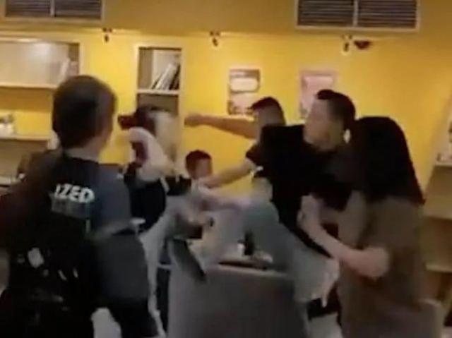 中国人在澳大利亚茶馆发生冲突,打人者被捕。  第2张