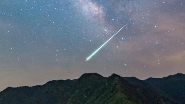 一颗陨石在古巴东部坠落,然后爆炸。